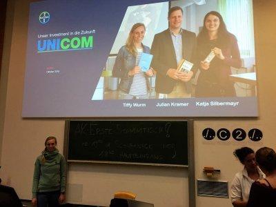 UNICOM Studentin Tiffy Wurm und Katja Silbermayr von der Bayer Tiergesundheit waren am 19. Oktober 2018 an der Veterinärmedizinischen Universität Wien