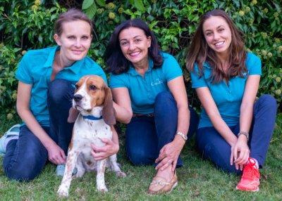 Team Canisbowl, v.l.n.r.: Tierärztin Anna Matiasek, Gründerin Martina Steinberger-Voracek, Tierärztin Katharina Perkowitsch