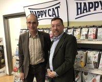 Georg Müller, Inhaber von Interquell mit Happy Dog und Happy Cat, mit Wolfgang Kren in der Interquell-Zentrale in Wehringen ; Bildquelle: Vetovis