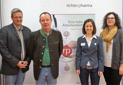 V.l.n.r.: Dr. Volker Krömker, Dr. Helmut Pinsenschaum, Christina Ströbel, MSc, Dr. Alexandra Hund; Bildquelle: Richter Pharma