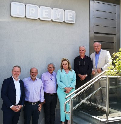 von links nach rechts: Dr. Jan Vanbrabant, Marco Gama, Prof. Ernane Fagundes do Nascimento, Dr. Hélen Bernadete Coelho Ferreira, Prof. Ronaldo Reis und Dr. Erich Erber; Bildquelle: Sanphar