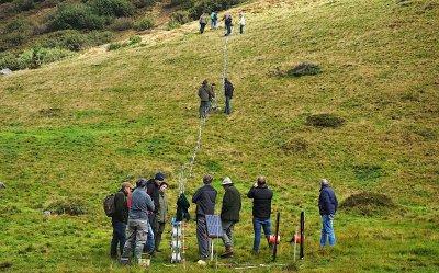 Zaunbau in unwegsamen Gelände ; Bildquelle: HBLFA Raumberg-Gumpenstein