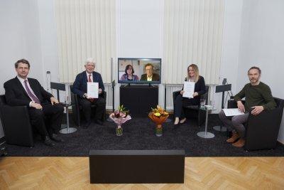 v.l.n.r.: Preisträger und Jury des Dr. Peithner Preises: Dr. Fritz Gamerith (Schwabe Austria), Prof. Dr. Michael Frass, Dr. Liesbeth Ellinger (Bildschirm), Dr. Thomas Peinbauer (Bildschirm), Dr. Petra Weiermayer, Dr. Volker Neubauer (ÖGHM) ; Bildquelle: Florian Feuchtner, Media Productions